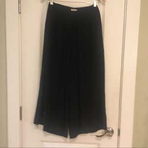 Pants - ⭐️ The Modern Vintage Black Culottes XS